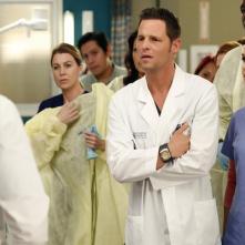 Grey's Anatomy: Ellen Pompeo e Justin Chambers in una scena di Where Do We Go From Here?