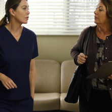 Grey's Anatomy: l'attrice Ellen Pompeo in una scena dell'episodio Where Do We Go From Here?