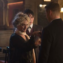Gotham: Carol Kane, Robin Lord Taylor e Ben McKenzie in Welcome Back, Jim Gordon