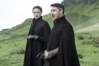 Il trono di spade: Sophie Turner e Aidan Gillen in un episodio della quinta stagione