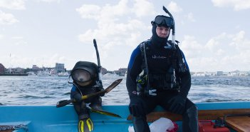 Ted 2: Mark Wahlberg e Ted in tenuta da sub