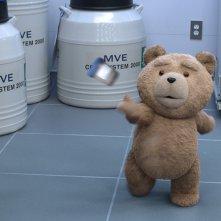 Ted 2: Ted lancia un barattolo alla banca del seme