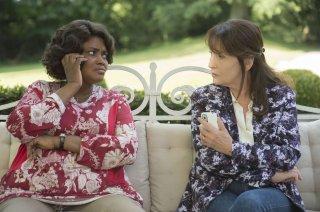Non sposate le mie figlie!: Salimata Kamate con Chantal Lauby in una scena del film