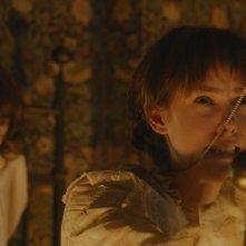 Angelica: Jena Malone con la piccola 'indemoniata' Eliza Holland Madore in una scena del film