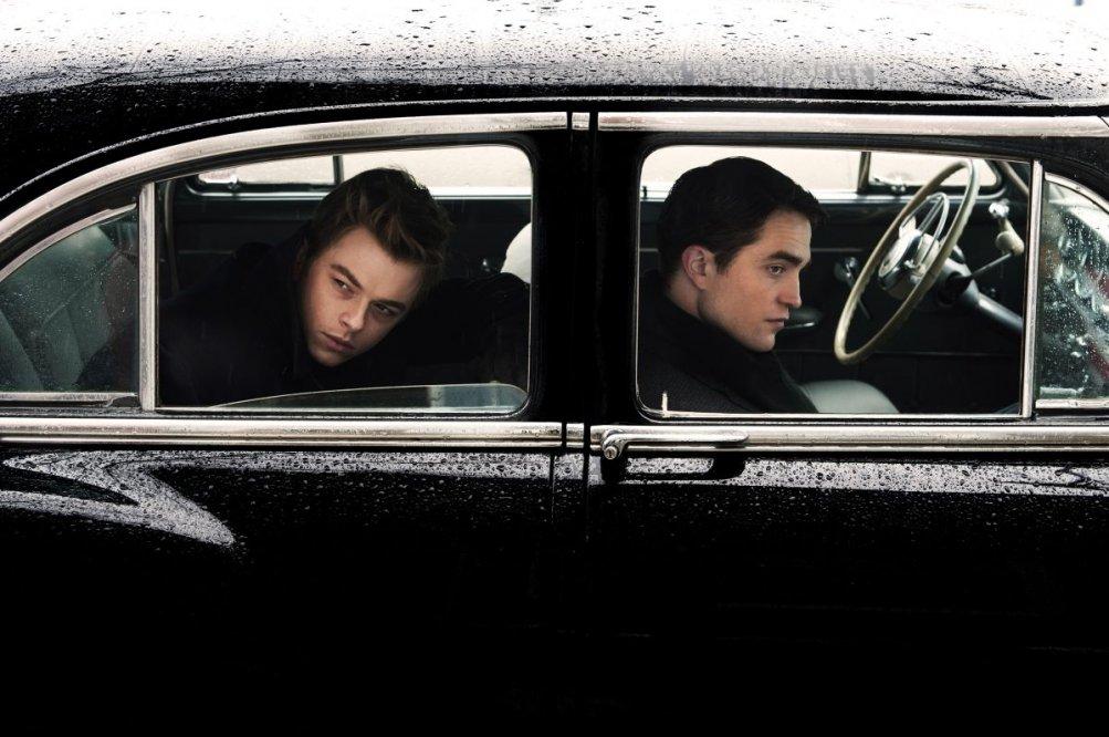 Life: Dane Dehaan e Robert Pattinson in auto nella prima foto di scena