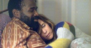Nasty Baby: Tunde Adebimpe e Kristin Wiig in una scena del film