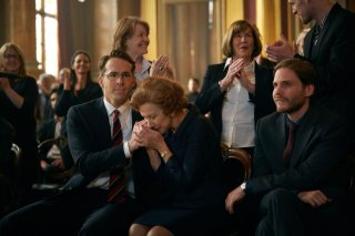Woman in Gold: Ryan Reynolds, Helen Mirren e Daniel Brühl in una scena