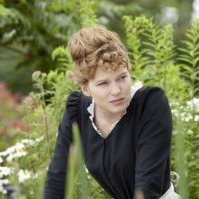 Diary of a Chambermaid: Léa Seydoux circondata dal verde in una scena