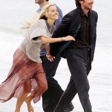 Knight of Cups: Christian Bale, Isabel Lucas e Wes Bentley in una foto dal set