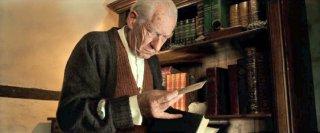 Mr. Holmes - Il mistero del caso irrisolto: Ian McKellen nei panni di un anziano Sherlock Holmes in una scena del film