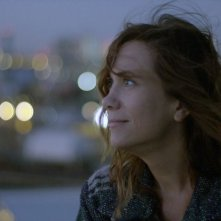 Nasty Baby: Kristin Wiig nei panni di Polly in una scena del film