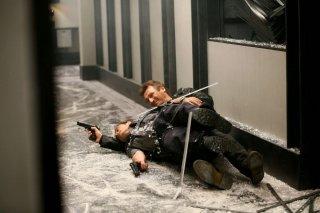 Taken 3 - L'ora della verità: Liam Neeson in una scena action tratta dal film