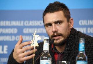 I Am Michael: James Franco impegnato a rispondere ai fotografi durante la conferenza stampa del film