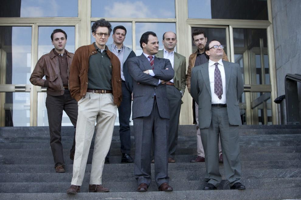 1992: una scena di gruppo della serie Sky
