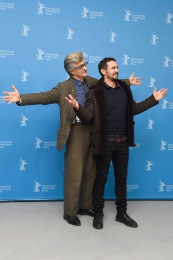 Wim Wenders - Ritorno alla vita: Wim Wenders e James Franco scherzano con i fotografi
