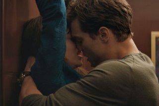 Cinquanta sfumature di grigio: incontri ravvicinati tra Jamie Dornan e Dakota Johnson in una scena del film