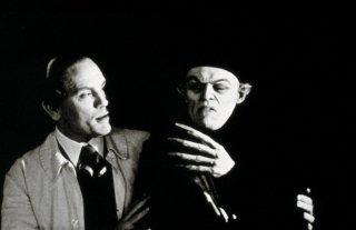 L'ombra del vampiro: una scena con John Malkovich e Willem Dafoe