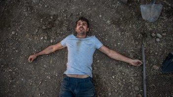 Noi e la Giulia: Luca Argentero nei panni di Diego in una scena della commedia