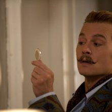 Mortdecai: Johnny Depp in un primo piano eloquente tratto dal film