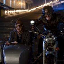 Mortdecai: Johnny Depp e Paul Bettany in moto in una scena del film