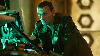 Doctor Who: Christopher Eccleston in una scena nei panni del Nono Dottore