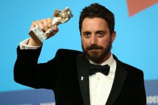 Berlino 2015: Pablo Larrain solleva il suo orso d'argento per il Gran Premio della Giuria