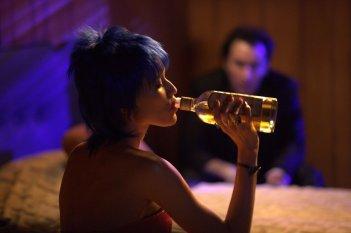 Motel: John Cusack in una stanza d'albergo insieme a Rebecca Da Costa in una scena del film