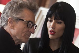 Motel: Rebecca Da Costa parla con Robert De Niro in una scena del film