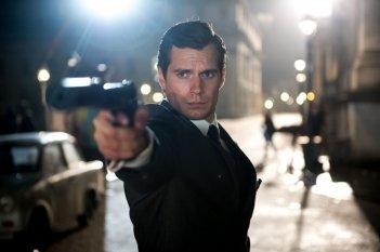 Operazione U.N.C.L.E.: Henry Cavill in una scena del film di spionaggio
