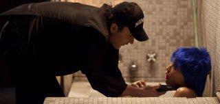 Motel: John Cusack minaccia Rebecca Da Costa in una scena del film
