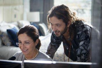 Le leggi del desiderio: Silvio Muccino insieme a Carla Signoris in una scena