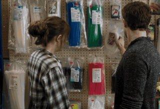 Cinquanta sfumature di grigio: Jamie Dornan e Dakota Johnson nel negozio in cui lavora Anastasia