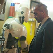 Automata: Antonio Banderas protagonista del film in una scena