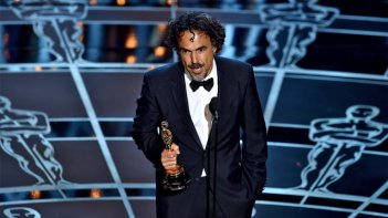 Alejandro Gonzalez Inarritu riceve l'Oscar per la regia di Birdman nel 2015