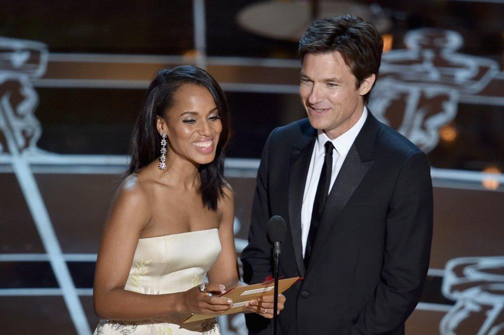 Kerry Washington e Jason Bateman sul palco degli Oscar 2015