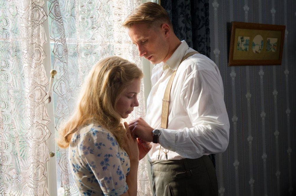 Suite Francese: Michelle Williams con Matthias Schoenaerts in una scena