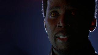 Constantine: Harold Perrineaum in una scena dell'episodio Waiting for the Man