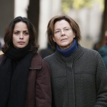 The Search: Bérénice Bejo con Annette Bening in una scena del film