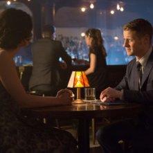 Gotham: Morena Baccarin e Ben McKenzie nella puntata The Fearsome Dr. Crane