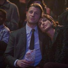 Gotham: Ben McKenzie e Morena Baccarin interpretano James Gordon e la dottoressa Thompkins in The Blind Fortune Teller