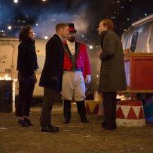Gotham: Morena Baccarin, Ben McKenzie e Cameron Monaghan nell'episodio The Blind Fortune Teller