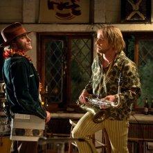Vizio di forma: Joaquin Phoenix con Owen Wilson in un'immagine del film
