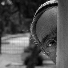 Senza Lucio: Lucio Dalla in una bella immagine in bianco e nero tratta dal documentario