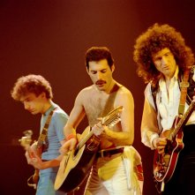 Queen Rock Montreal: Freddie Mercury con Brian May e John Deacon in una scena dell'evento cinematografico