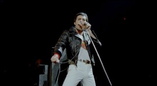 Queen Rock Montreal: il grande Freddie Mercury in una scena del film-concerto