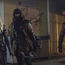 Arrow: Katie Cassidy, John Barrowman e Colton Haynes in Uprising