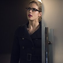 Arrow: l'attrice Emily Bett Rickards è Felicity Smoak nella puntata Canaries