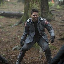 Arrow: l'attore Manu Bennett interpreta Slade nell'episodio The Return