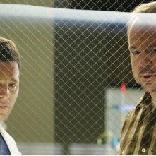 Grey's Anatomy: il dottor Karev (Justin Chambers) con un paziente nell'episodio All I Could Do Was Cry