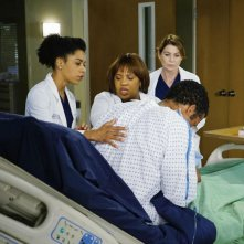 Grey's Anatomy: Kelly McCreary, Chandra Wilson ed Ellen Pompeo in The Great Pretender